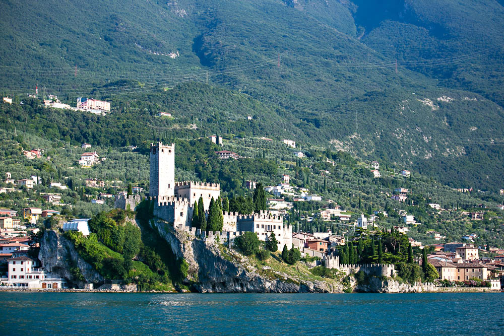 romanticweddingsonlakegarda malcesine castle